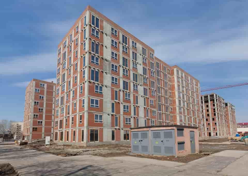 Завершено остекление одного из домов ЖК «Дунаевский»