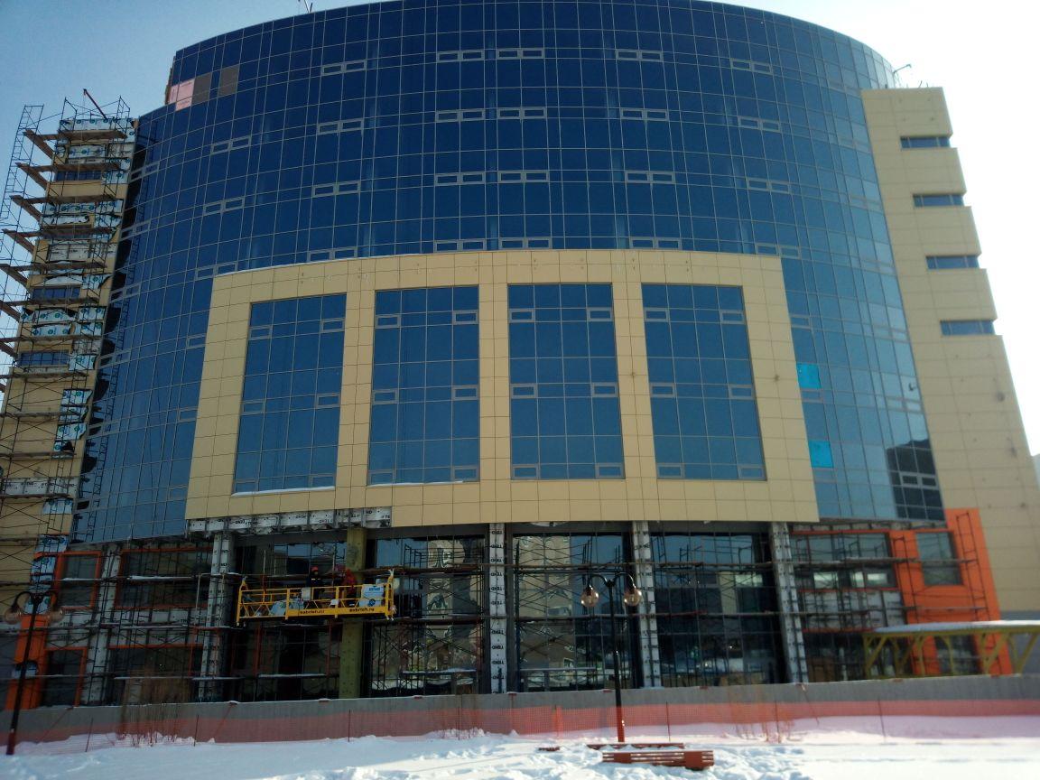 Остекление здания многофункционального центра в наукограде Кольцово