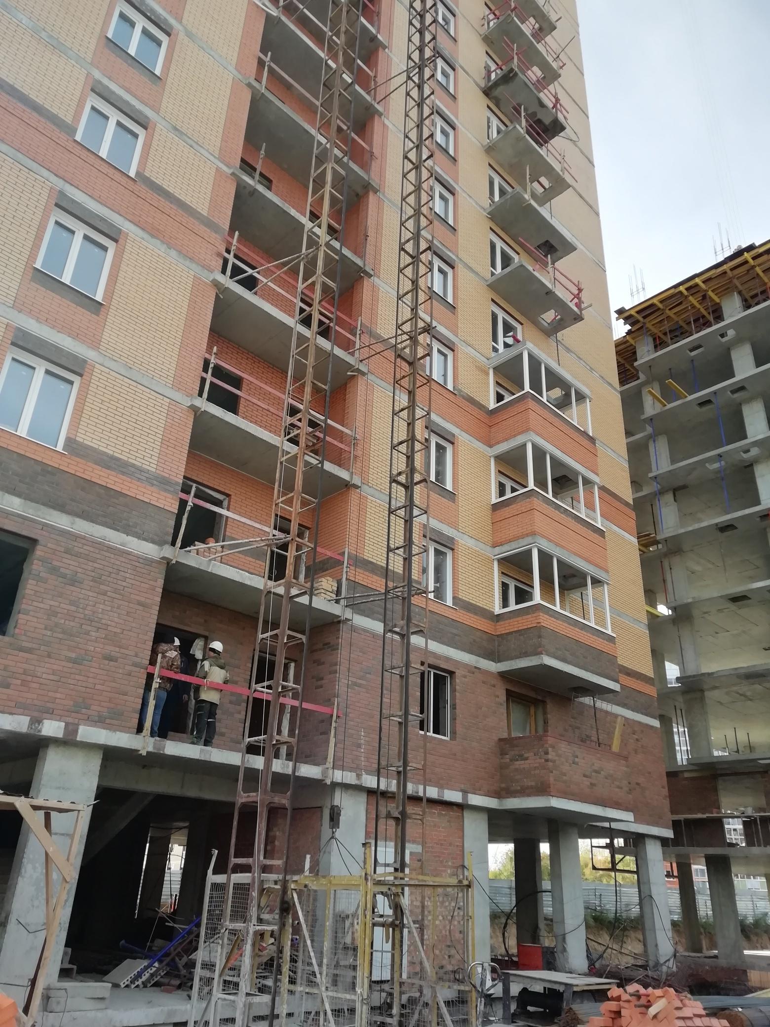 остекления дома по улице Сержанта Коротаева